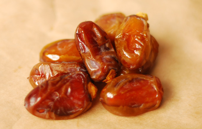 Fresh Halawy Dates from the 7HOTDATES Organically Grown by the Bautista Family