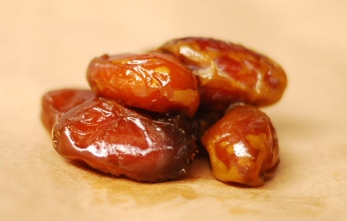 Fresh Khadrawy Dates from the 7HOTDATES Organically Grown by the Bautista Family